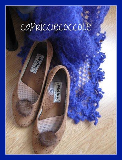 Deliziose clip per scarpe color cioccolato a forma di pon-pon.