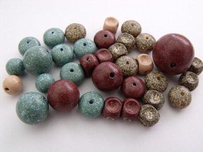 Lotto n° 35 perle legno colorato
