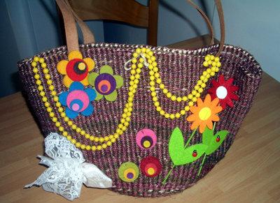 borsa di paglia rimodernata fiori e perle