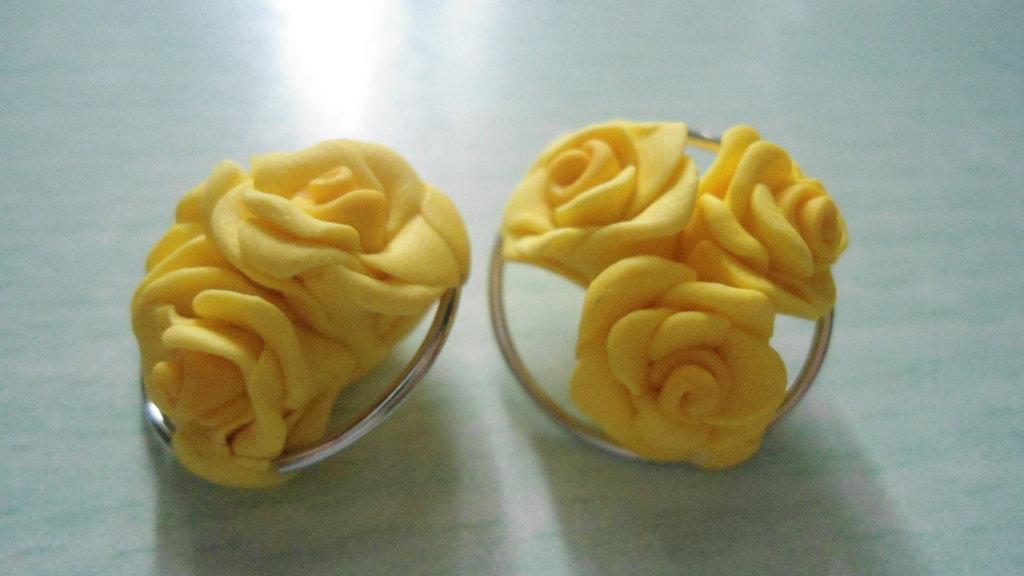 orecchini tris roselline gialle