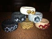 Bangle rivestito in lana con decorazioni in Fimo