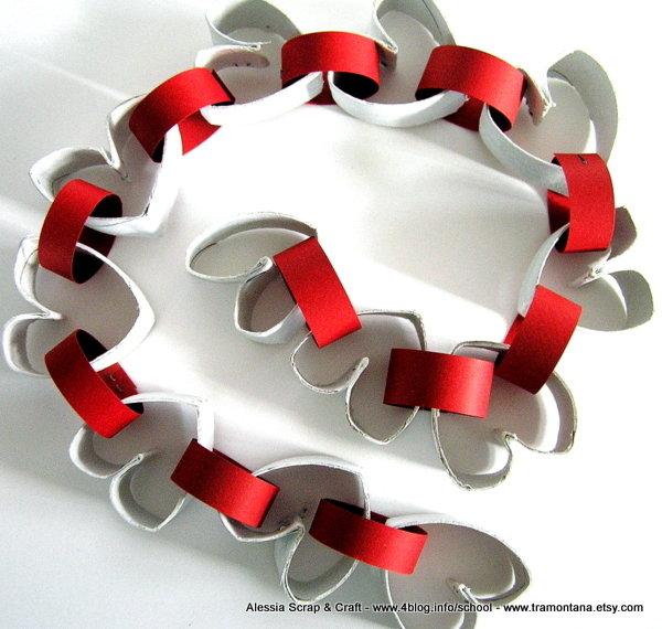 Ghirlanda di San Valentino in materiale riciclato