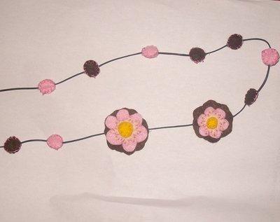 Collana pannolenci con fiori