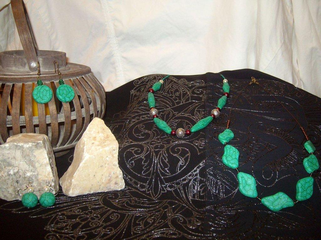 Conjuntos (collar, pendientes, anillos y broche)