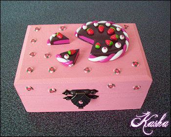 Scatolina Torta cioccolato e fragole con fiori