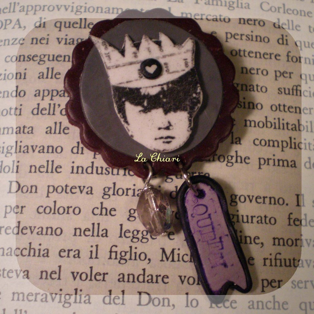 MY QUEEN brooch