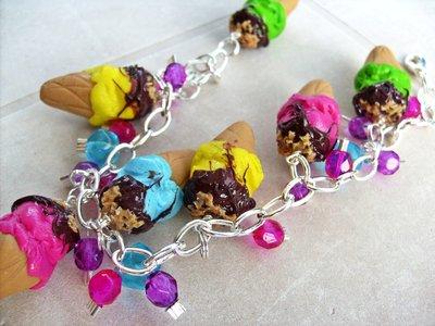 Bracciale gelato glassato al cioccolato e granella di nocciole