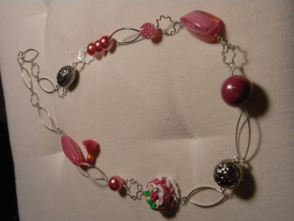 Collana con perle e tortina in fimo