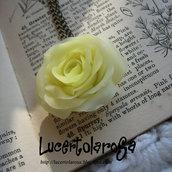 Catenina con rosa color Burro/ Rose necklace