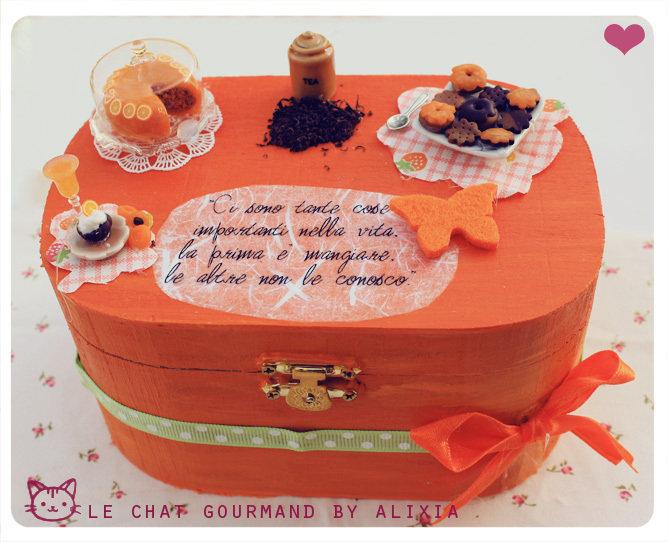 scatola arancione miniature