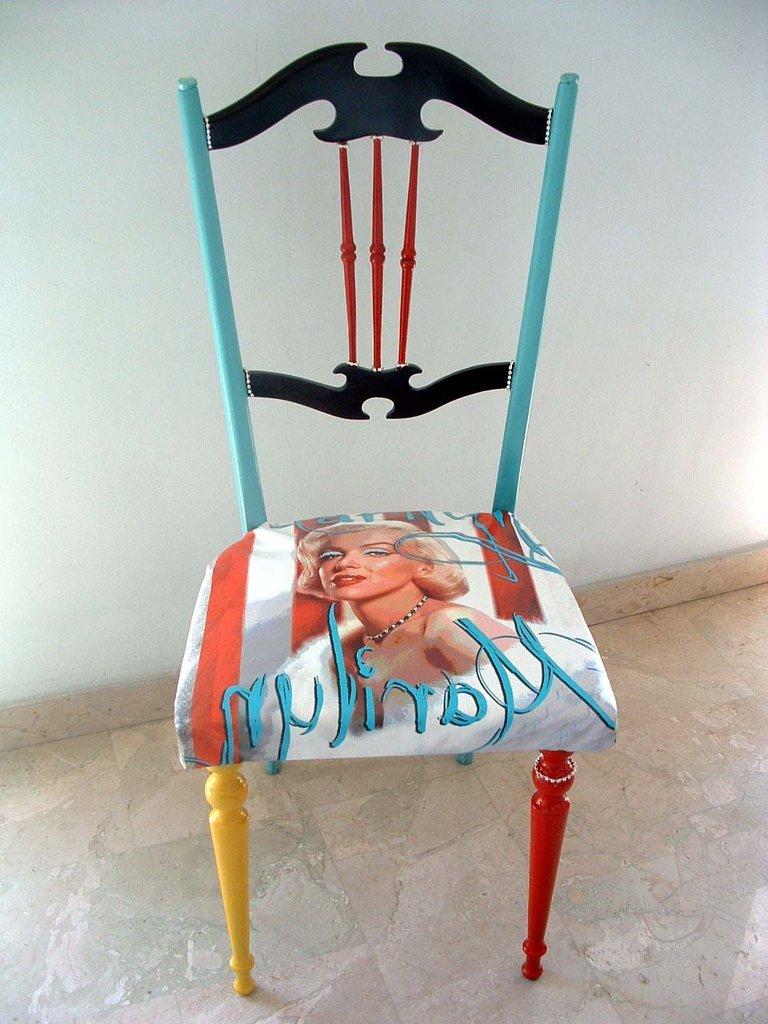 Sedia artistica pop art dipinta a mano stile pop art per for Sedie decorate a mano