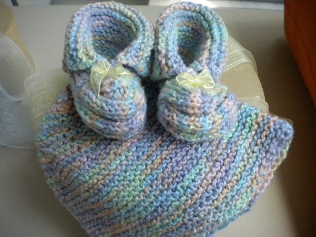 Scarpette e berrettino neonato