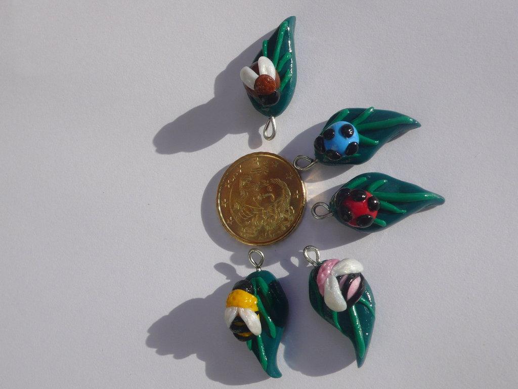 5 Mini Charms Foglie e Insetti