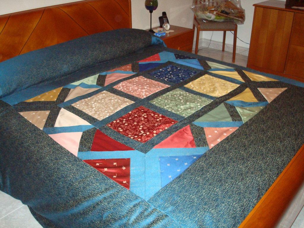 Copriletto patchwork blu