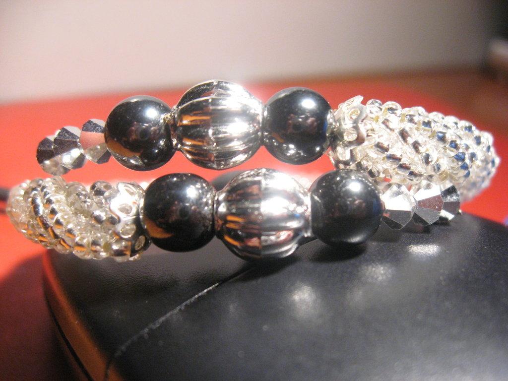 Bracciale spirale con perle e swarovsky