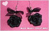 Orecchini pendenti in fimo cernit con rosellina e fiocchetto neri