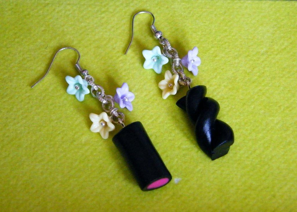 Orecchini con liquirizie e fiorellini