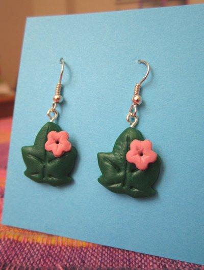 Orecchini con foglie di edera