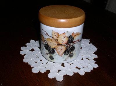 Barattolo in porcellana dipinto a mano