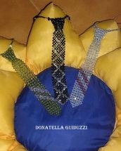 cravatte con i mezzi cristalli