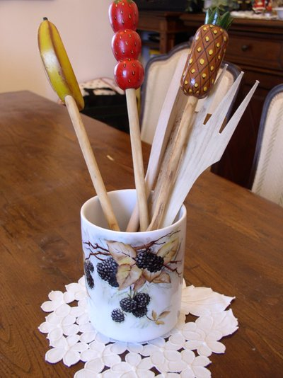 Portamestoli in porcellana dipinto a mano