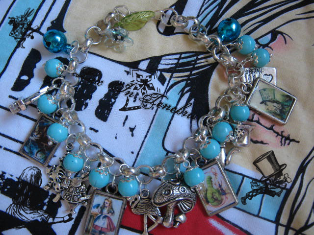 bracciale alice in wonderland 3
