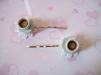 One hair clip-white
