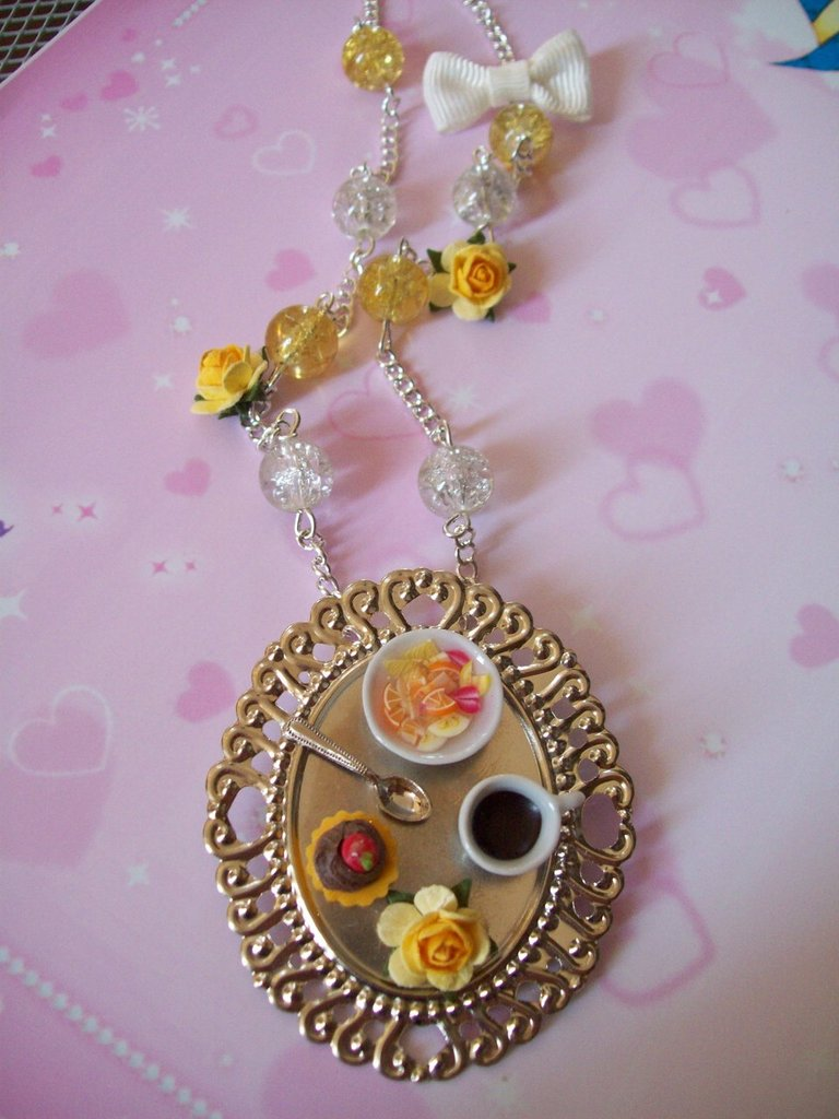Necklace-brooch yellow