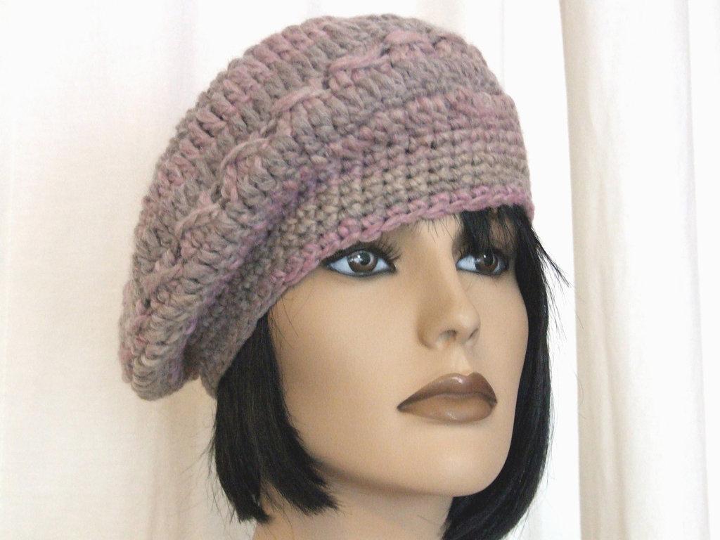 basco in lana realizzato all'uncinetto grigio rosa