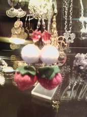 orecchini con fragolone in feltro!!!