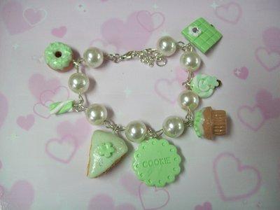 Green multicharms bracelet-7pendants