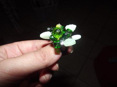 anello perle verde