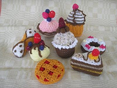 Gruppo di dolcetti ad uncinetto (inserz. per Ambra)