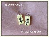orecchini di legno gialli dipinti a mano fiore stilizzato