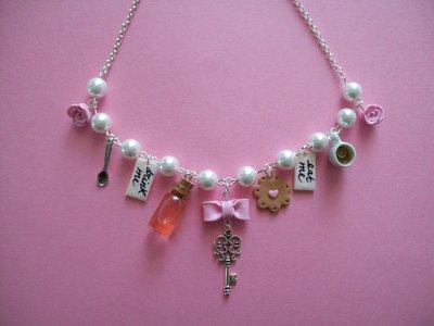 Alice in wonderland necklace-pink