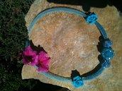 collana azzurra con roselline
