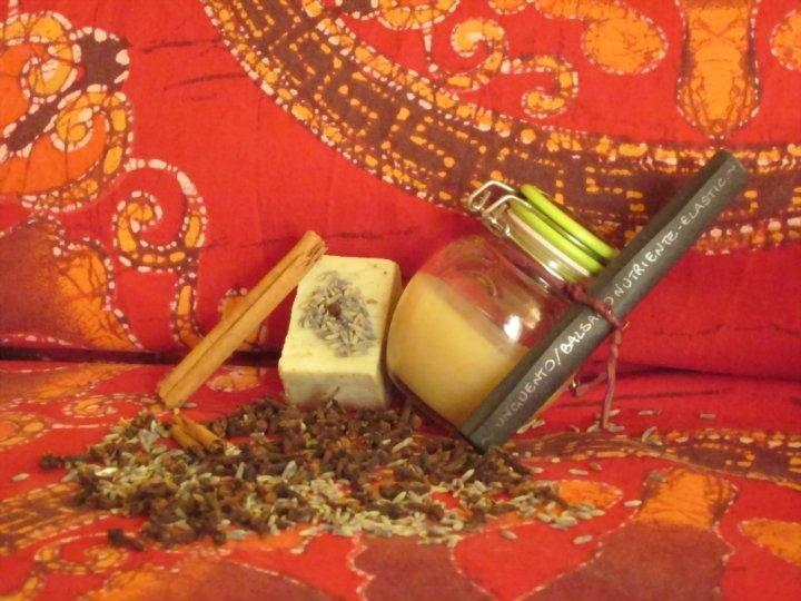Unguento-balsamo nutriente ed elasticizzante con Cera d'api, Olio di Mandorle dolci, Burro di Karitè e Olio essenziale di Lavanda