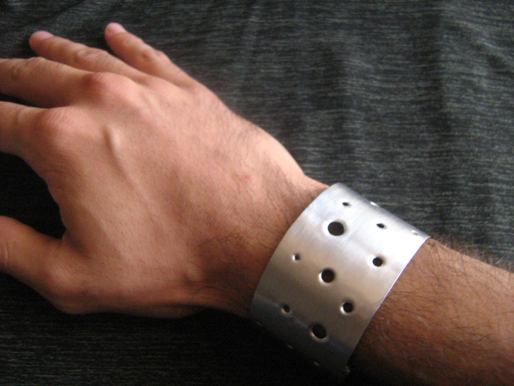 Bracciale lastra alluminio forata---aluminum plate bracelet