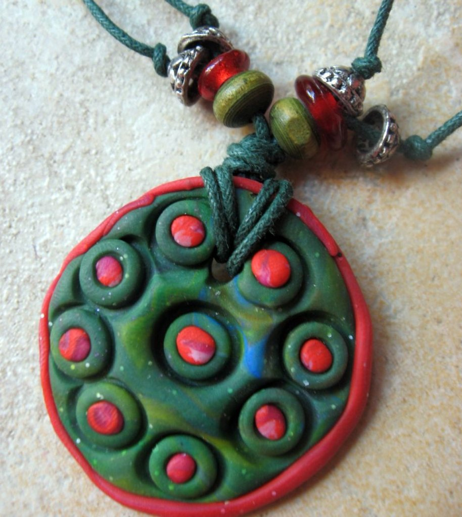 collana rossa e verde