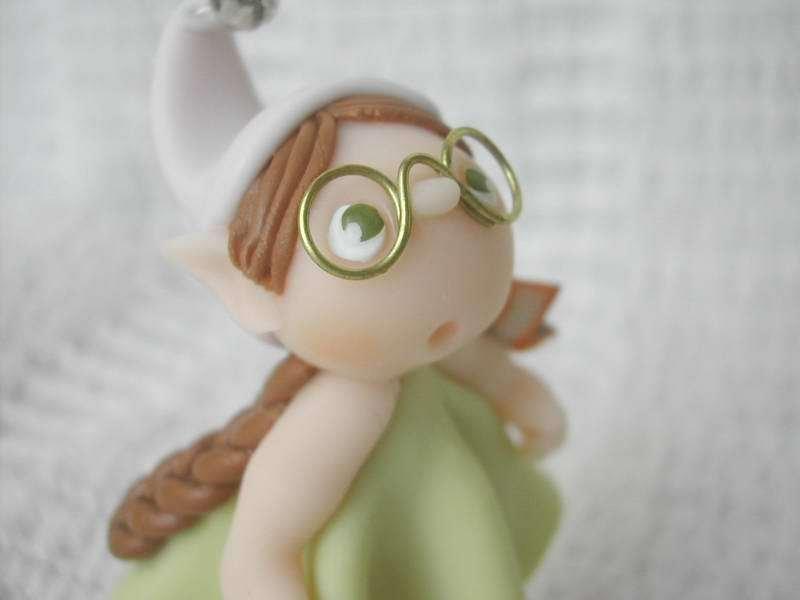 Elfetta con occhiali