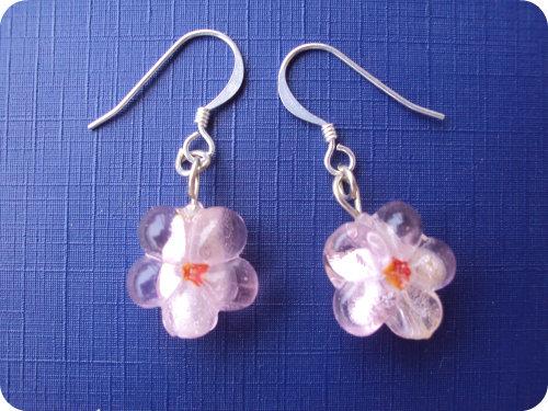 Orecchini con fiore di vetro