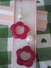 orecchini bigiotteria con fiori fucsia