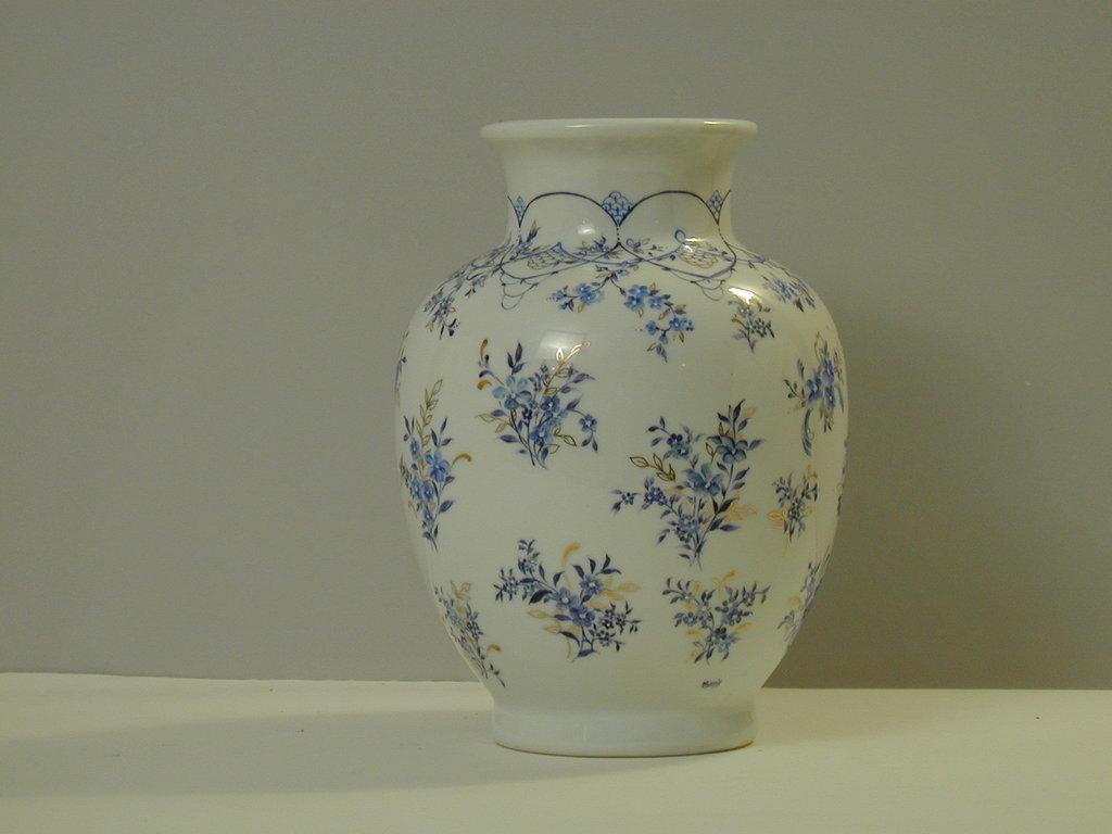 Vaso in porcellana dipinto