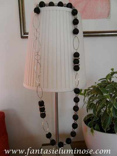 collana lunga di pietra lavica e acciaio