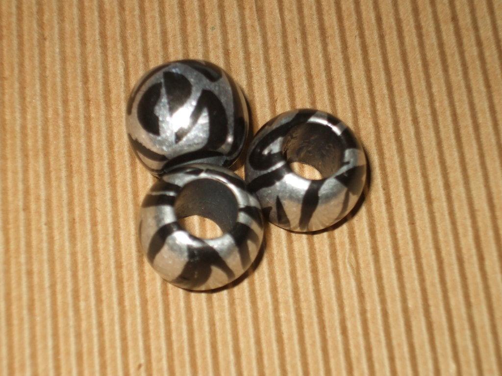 3 perlone legno zebrate 19mm + 2 in omaggio vend.
