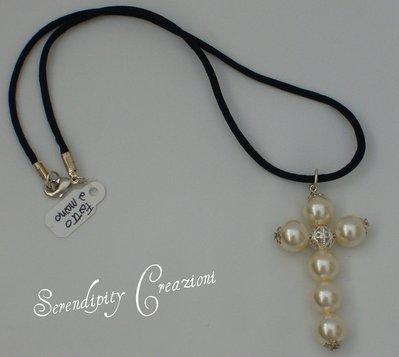 Collana Croce Perle Cream
