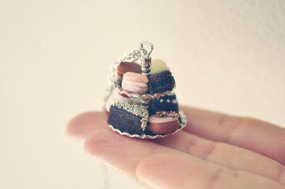 Collana alzatina con dolci misti