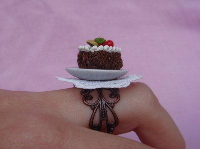 Anello torta di cioccolato in fimo