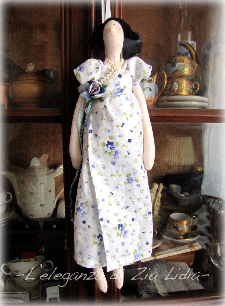 Bambola handmade con abito romantico