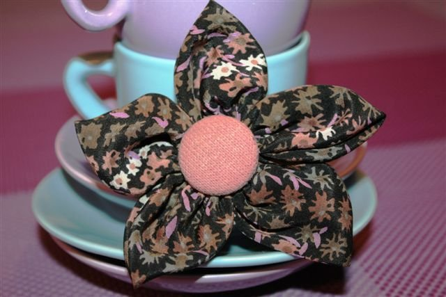 MoMo - Spilla Fiore in seta con bottone